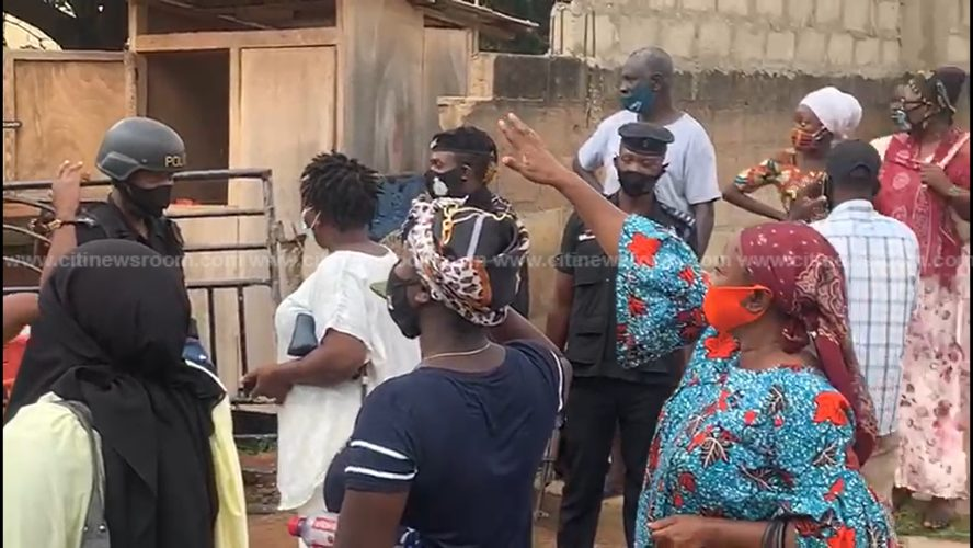 Police Clash With Parents At Accra Girls SHS As They Storm The School To Pick Their Wards