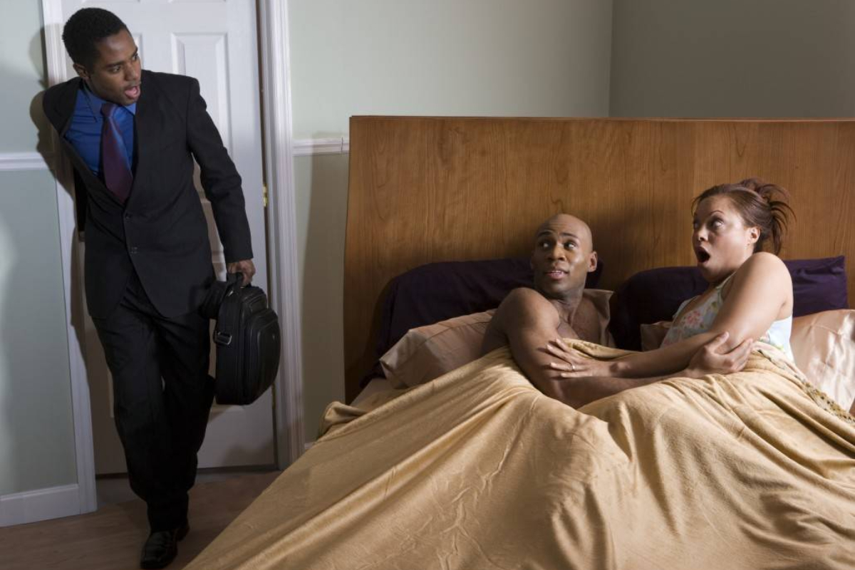 Video: Man Catches Girlfriend in Bed With Another Man as He Surprises Her With Valentine Gifts