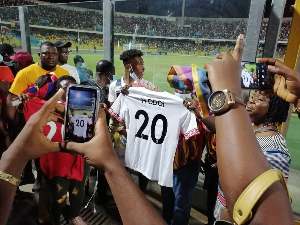 Hudson-Odoi Receives Customized Jersey From Hearts Before Olympics Game.